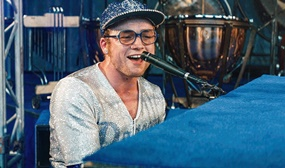 Filme sobre Elton John é destaque no Cinema no Divã